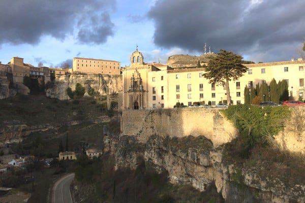 In Cuenca, Spain, you can hike up to some amazing viewpoints. Here are some great tips and recommendations for things to do in Cuenca, Spain!
