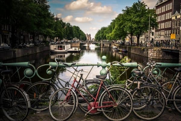 Don't miss the best budget travel hacks for traveling around Europe cheaply. These Europe budget tips will help you save money while backpacking Europe.